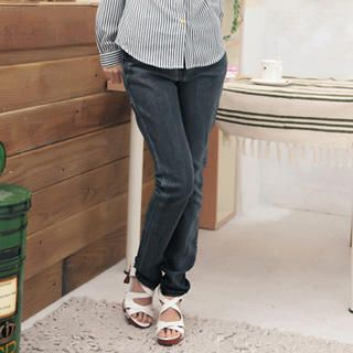 studded-pocket-slim-cut-jeans