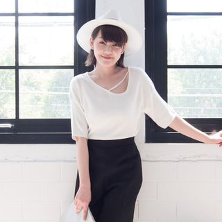 Short-Sleeve Cutout-Front Knit Top 1050500304