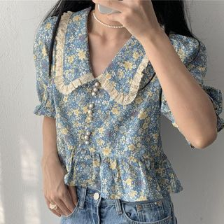 Image of Balloon-Sleeve Floral Print Cropped Blouse Floral - Blue - One Size