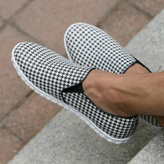 Houndstooth Check Piped Slip-Ons