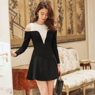 Cutout Shoulder Long-Sleeve Dress 1058583566