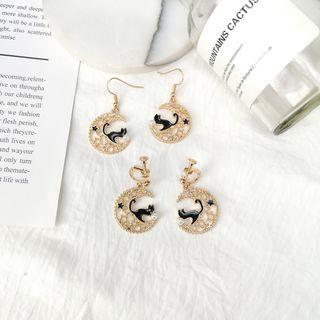 Image of Alloy Cat & Moon Dangle Earring