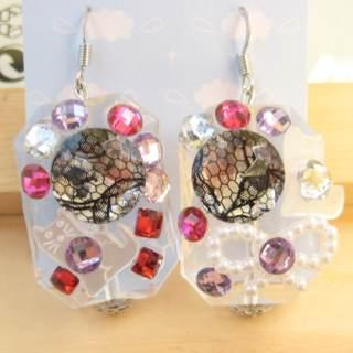 Dazzling diamonds with lace pattern with lovely cat earrings