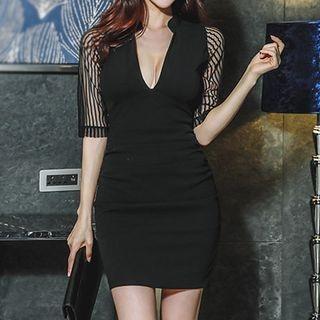 Short-Sleeve V-Neck Dress 1067016030