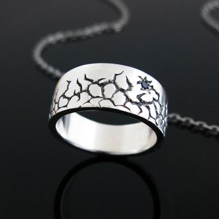 Hand Made Crack Pattern Engraved Blue Sapphire