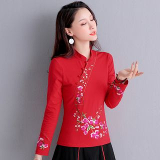 Image of 3/4-Sleeve Floral Embroidery Top