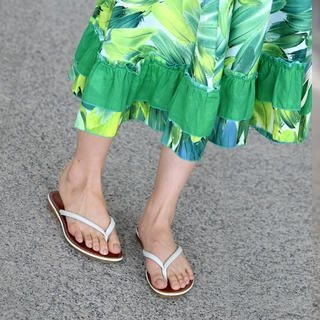 faux-leather-flip-flops