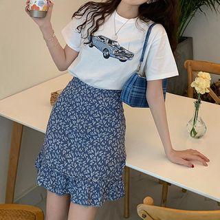 Image of Cat Print Short-Sleeve T-Shirt / Floral Print Mini Straight-Fit Skirt
