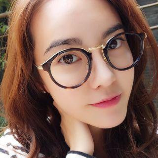 Round Glasses 1056924593
