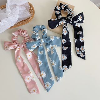 Image of Daisy Print Bow Scrunchie