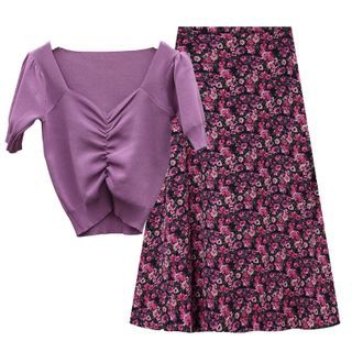 Image of Ruched Short-Sleeve Knit Top / Floral Print Midi A-Line Skirt