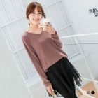Long-Sleeve Embossed V-Neck Vented Tee 1596