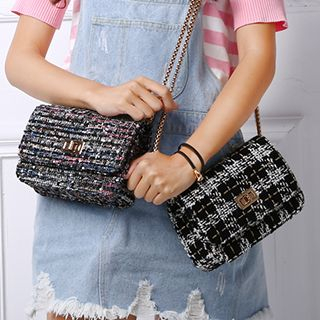 Twist-Lock Cross Bag