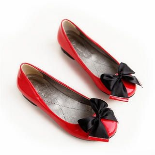Ribbon-Accent Flats