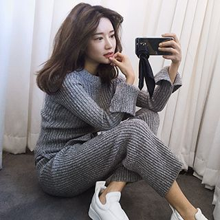 Set: Ribbed Side Slit Sweater + Cropped Knit Pants 1052832543