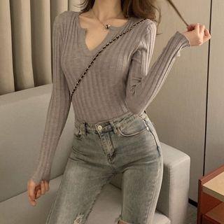 Long-sleeve | V-neck | Top