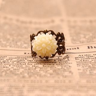 flower-accent-ring