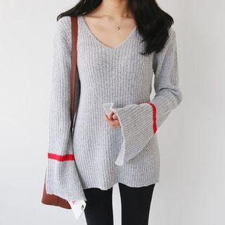 V-Neck Contrast-Trim Ribbed Knit Top 1056942517