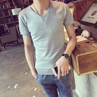 Short-Sleeve V-Neck T-Shirt 1058415839
