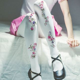 Floral | Tight | White | Rose | Size | One