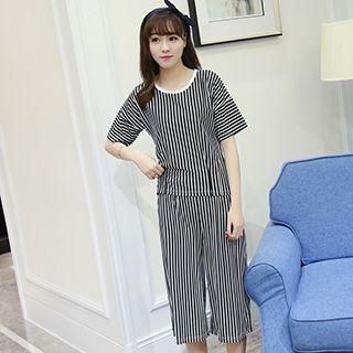 Loungewear Set: Striped T-Shirt + Capri Pants 1050905035