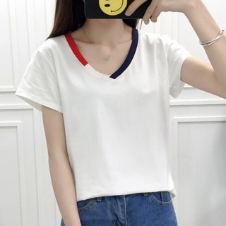 V-neck Short-Sleeve T-shirt 1058479343