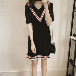 Short-Sleeve V-Neck Contrast-Stripe Dress 1050180039