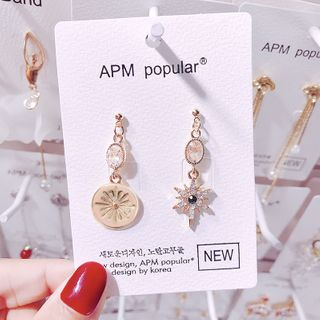 Image of Asymmetric Earring 1 Pair - E1537 - Gold - One Size