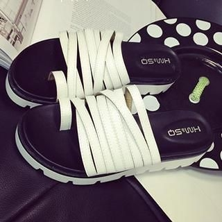 toe-loop-strappy-sandals