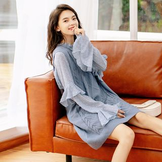 Sleeveless   V-neck   Dress   Blue   Size   One