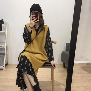 Image of Set: V-Neck Sleeveless Knit Dress + Flower Print Long-Sleeve Midi Babydoll Dress