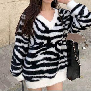Zebra Print V-neck Sweater White & Black - One Size